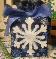 Cunningham's Quilted Snowflake Tissue Box Cover