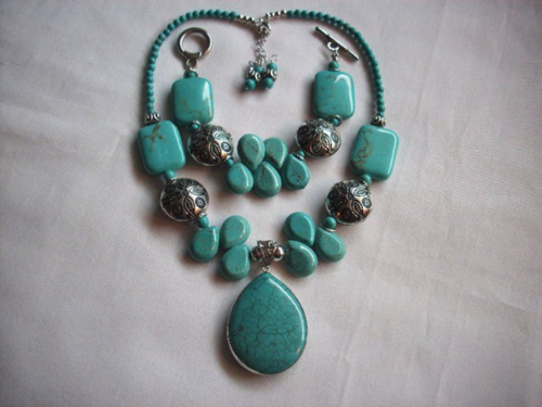 Ware handmade turquoise pendant necklace and bracelet.